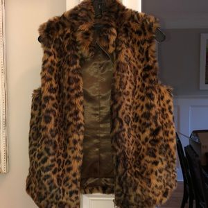 J. Crew Jackets & Coats - JCrew leopard print faux fur vest Medium EUC